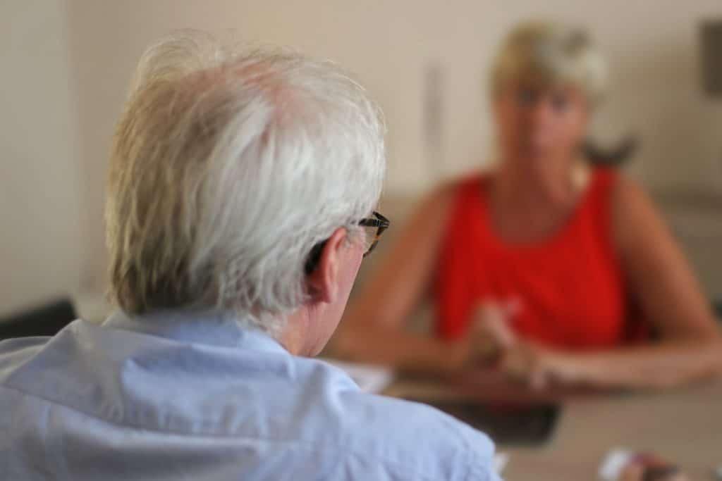 Le coach questionne et reformule les réponses du client.